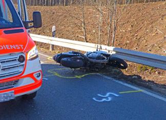 Gummersbach: Motorradunfall auf der L322. Foto: Polizei Oberberg