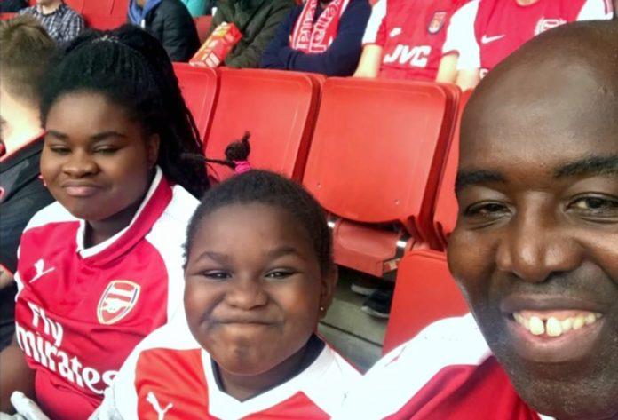 Robbie Lyle beim ersten gemeinsamen Stadionbesuch mit Sohn und Tochter. Foto: ZDF / Appeal TV