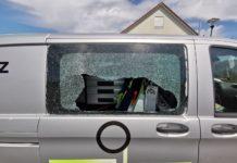 Leichlingen: Eingeschlagene Seitenscheibe an Mercedes Vito, Akkuschrauber gestohlen. Foto: Polizei RheinBerg