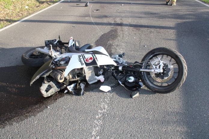 Motorradunfall: 17-jähriger Kölner geriet mit seiner Malaguti in den Gegenverkehr. Foto: Polizei RheinBerg