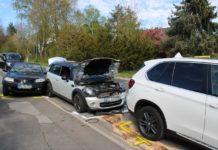 Unfall mit vielen Beteiligten in Bergisch Gladbach: Fuß im Pedal steckengeblieben: 83-Jähriger rast ungebremst in wartende Autos. Foto: Polizei RheinBerg