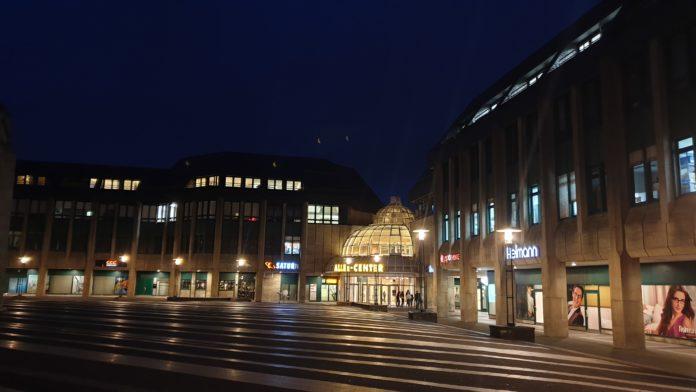 Zugang zum Allee-Center Remscheid über den Theodor-Heuss-Platz. Foto: Sascha von Gerishem