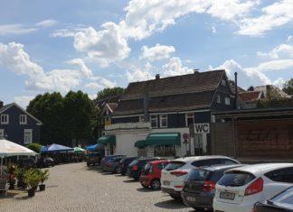 Schon 2020 war der Alter Markt in Lennep eher Parkplatz als Mittelpunkt vieler Veranstaltungen. Archivfoto: Sascha von Gerishem (16.08.2020)