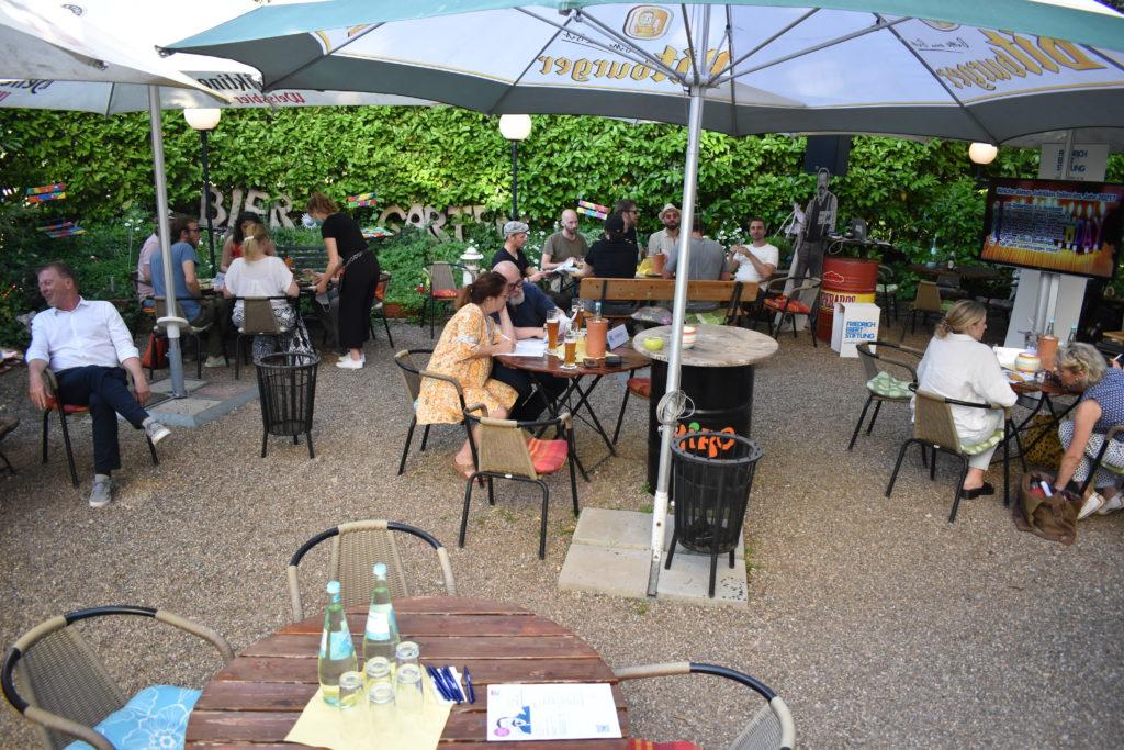Gemütlich und doch auf Abstand ging es im Miro in der Scharffstraße 5 in Remscheid zu. Foto: Peter Klohs