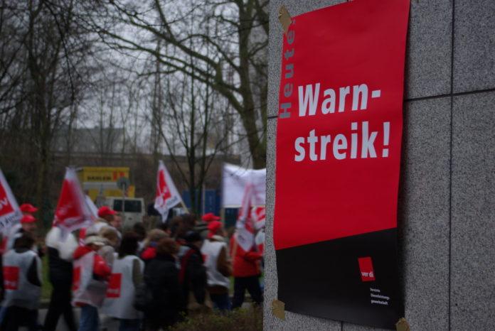 Archivfoto: ver.di Warnstreik. Foto: Foto: Dennis Wegner (CC BY 2.0)