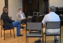 Das Trio wägt ab: Sascha von Gerishem, Andreas Artschwager und Arthur Herzog (v.l.). Foto: Peter Klohs