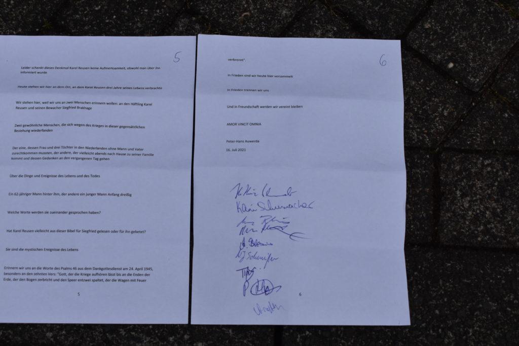 Das Manuskript von Peters Rede, unterschrieben von allen Anwesenden. Foto: Peter Klohs