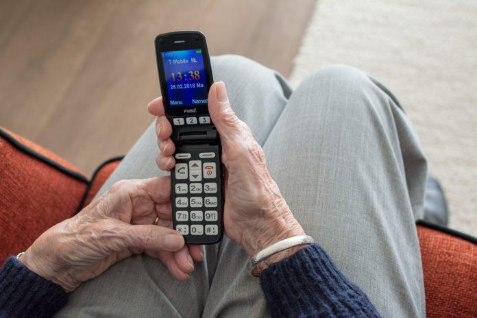 In den Niederlanden wird man im Katastrophenfall auch auf alten Handys gewarnt, in Deutschland nur auf aktuellen Smartphones mit Internetzugang.