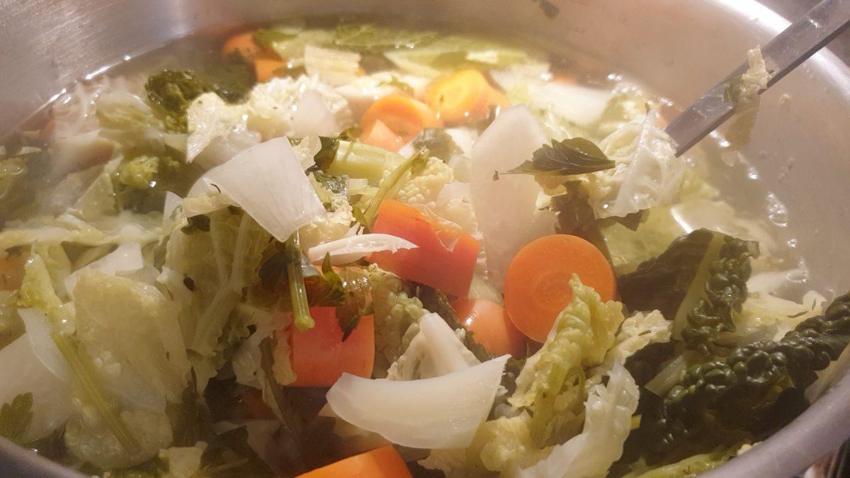 Brühe selber kochen. Foto: Sascha von Gerishem