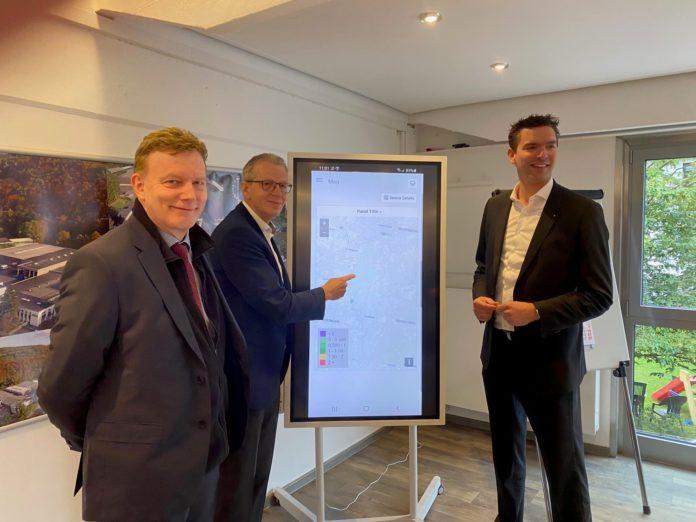 IHK-Hauptgeschäftsführer Michael Wenge, Dr. Andreas Groß, IHK-Präsident Henner Pasch (v.l.). Foto: Bergische IHK