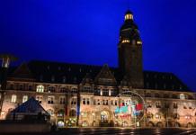 Das Rathaus wird als Leinwand dienen. Foto und Montage: SvG