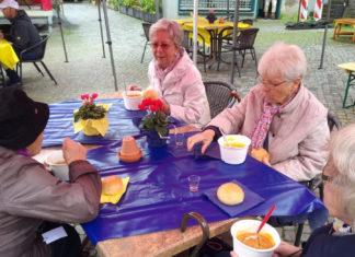 Beim Löffelfest auf dem Alter Markt in Lennep. Foto: Lotsenpunkt Lennep