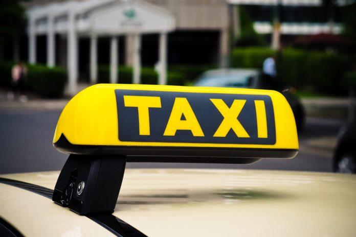 Taxischild. Symbolfoto.