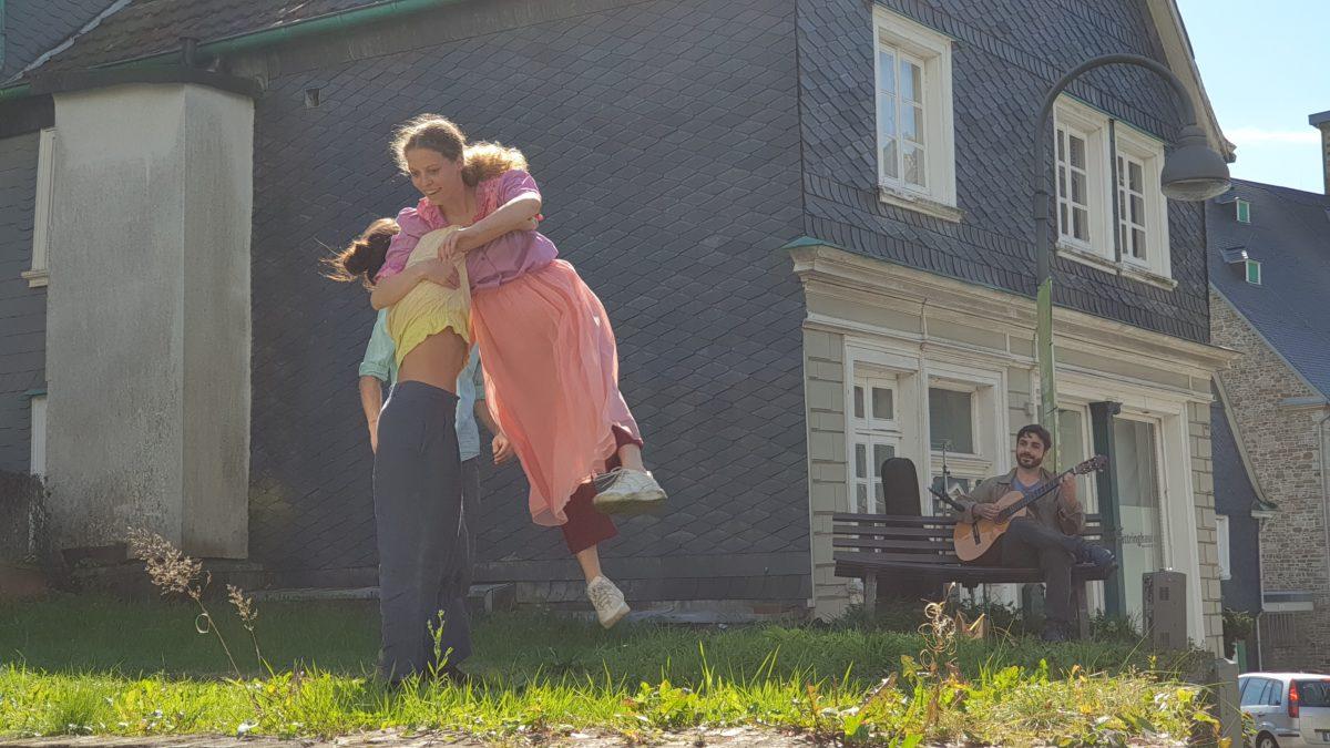 Astrid Bramming versuchte erfolglos sich zwischen das Liebespaar zu drängen. Foto: Sascha von Gerishem