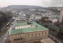 Die Bergische Industrie- und Handelskammer für Wuppertal-Solingen-Remscheid befindet sich am Heinrich-Kamp-Platz 2 in 42103 Wuppertal. Foto: Der-wuppertaler, CC BY-SA 4.0 , via Wikimedia Commons