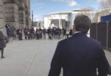 CDU-Chef Armin Laschet im April 2021 auf dem Weg zur Fraktions-Sitzung. Gleich trifft er auf seinen erbitterten Konkurrenten um die Kanzlerkandidatur: CSU-Chef Markus Söder. © ZDF/Lars Seefeldt