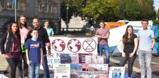 Bündnis Remscheid, Seebrücke Remscheid, der Jugendrat und Extinction Rebellion veranstalten das Klimacamp auf dem Rathausplatz gemeinsam mit vielen Unterstützenden. Foto: Peter Klohs