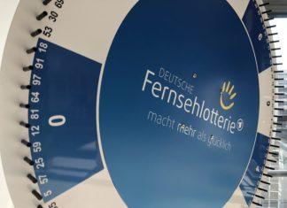 Mit dem Glücksrad werden die Gewinnzahlen der Deutschen Fernsehlotterie ermittelt. Foto: Deutsche Fernsehlotterie / Daniel Kroll