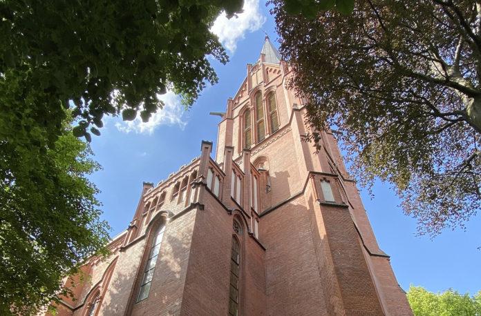 Die Martin-Luther-Kirche der Evangelischen Auferstehungs-Kirchengemeinde Remscheid. Foto: DiAuras, CC BY-SA 4.0 , via Wikimedia Commons
