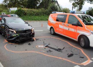 Schwerer Verkehrsunfall in Moitzfeld. Foto: Polizei RheinBerg