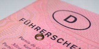 """Der """"rosa Lappen"""" ist bald Geschichte, der Pflichtumtausch in EU-Kartenführerschein startet. Foto: Steffen L."""