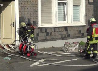 Wohnungsbrand auf der Kölner Straße in Remscheid-Lennep. Screenshot: rs1.tv