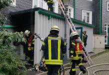 Abfallbrand in der Lenneper Altstadt. Foto: Patrick Gröne / Feuerwehr Remscheid