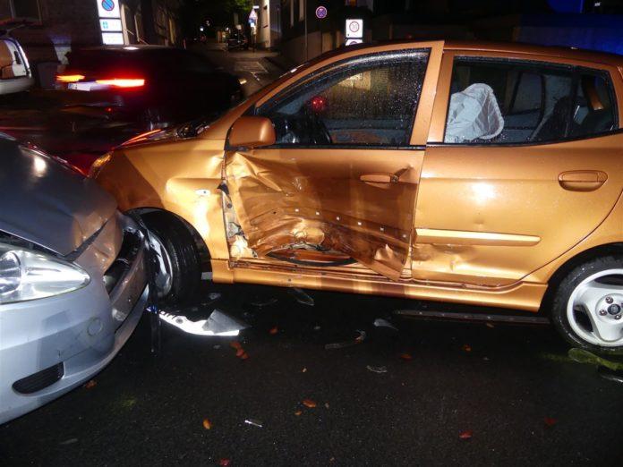 Bild von der Unfallstelle Hohenfuhrstraße Ecke Kottenstraße in Radevormwald. Foto: Polizei Oberberg