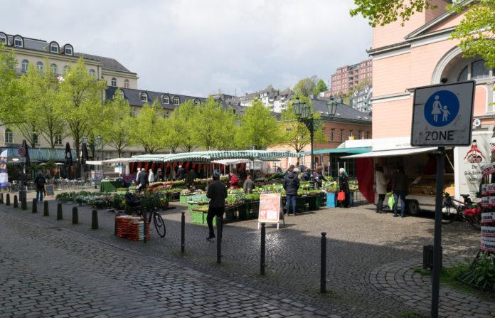 Nachahmenswert und zukunftsträchtig: Der Laurentiusplatz in Wuppertal-Elberfeld ist jetzt autofrei. Foto: Atamari, CC BY-SA 4.0 , via Wikimedia Commons