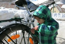 Schon als Kind sollte man sein Fahrrad reparieren können.