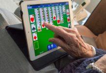 Senior*innen und Computer: Alter schützt vor Technikneugier nicht.