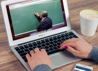 Ein Web-Seminar oder Webinar in seiner ursprünglichen Form ist ein Seminar, das über das World Wide Web gehalten wird.